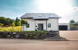 Offen für eine 5-köpfige Familie: Das moderne energiesparende Fingerhut Haus…