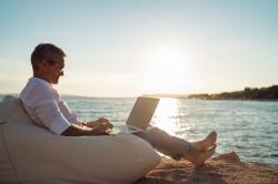 Mit Sicherheit auf Reisen: CARMAO gibt Security-Tipps für digitales Arbeiten…